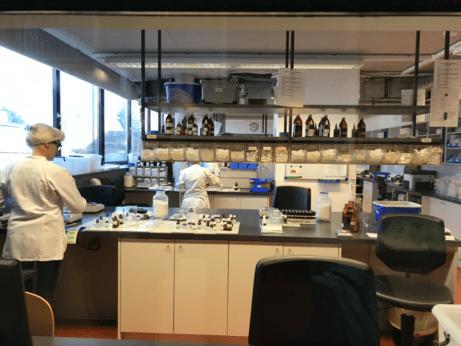 Malá laboratoř na výrobu homeopatik u lékárny Salvator